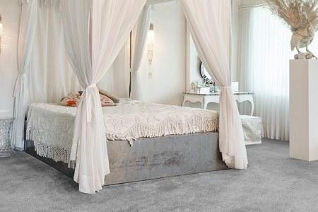 bed on saxony carpet